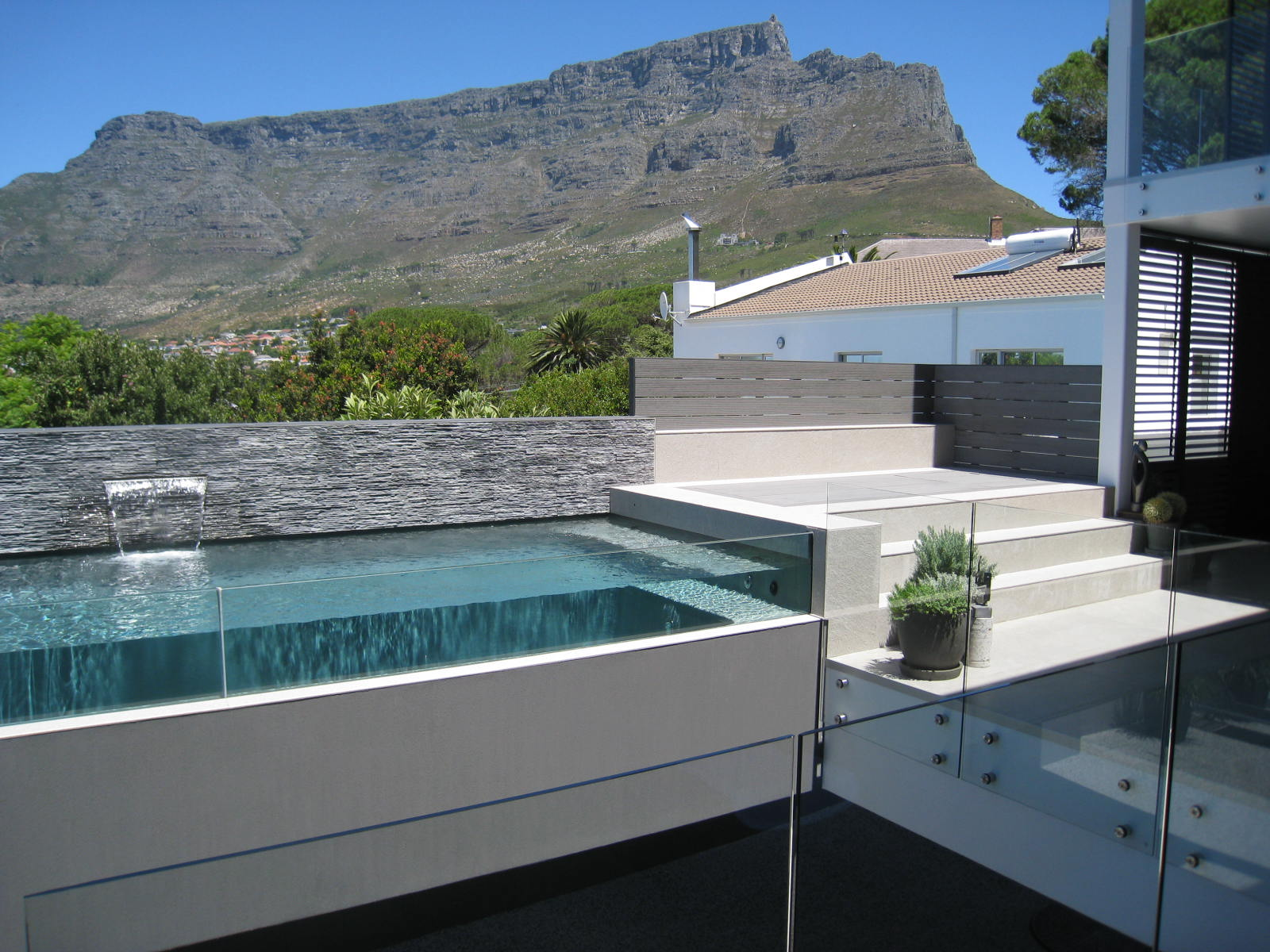 Bayview House at the foot of Table Mountain